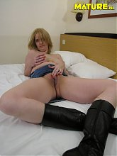 This horny slut just loves to play with her cunt